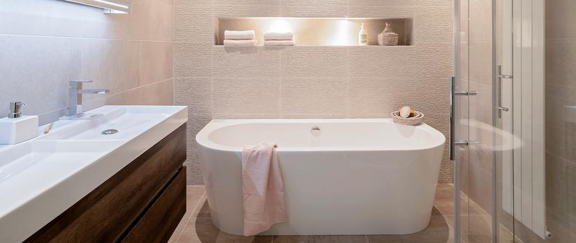 Tegels & Sanitair Hoogeveen showroom badkameropstelling wastafelmeubel vrijstaand bad