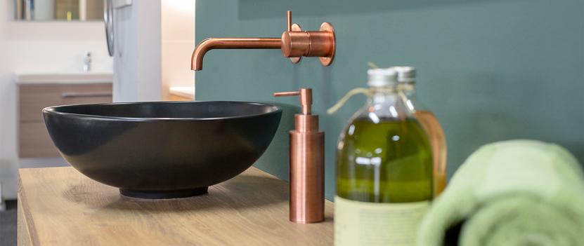 Verwarming & Sanitair Shop showroom wastafel opzetkom inbouwkraan detail
